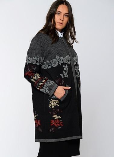 Butik Triko Çiçek Desenli Hırka Siyah
